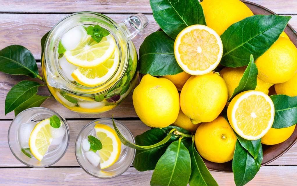 9 Unbelievable Health Benefits of Lemon Water